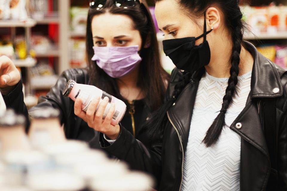 Засилват се проверките от екипи на ОДМВР-Сливен за спазване на въведените противоепидемични мерки, във връзка с увеличаване броя на регистрираните случаи...