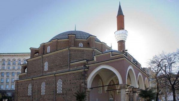 Във връзка с предстоящите мюсюлмански религиозни празници Главното мюфтийство издаде заповед към всички свои служители, с която сезатварят храмовете.Самите...