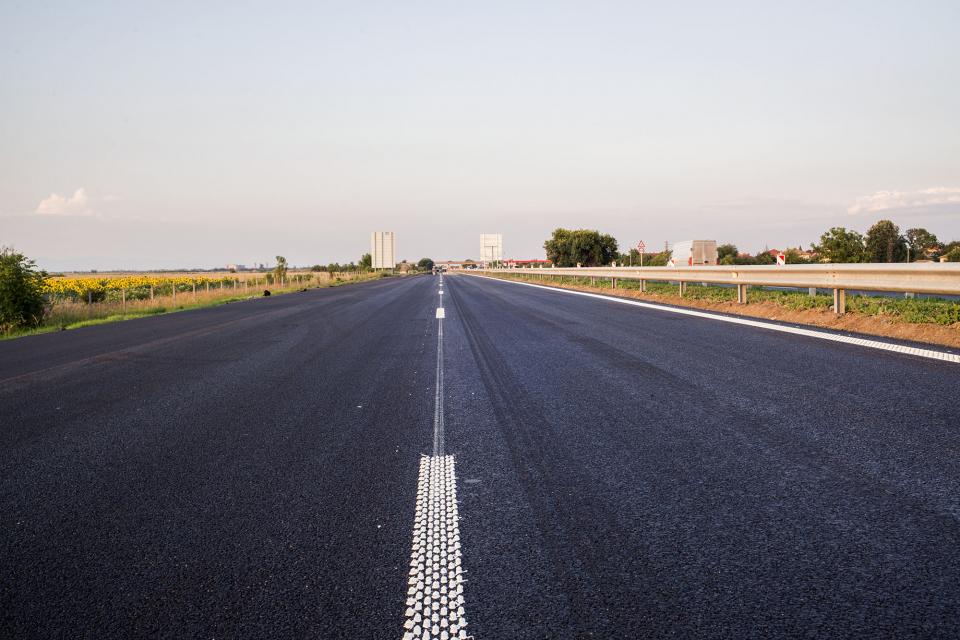 Движението по път II-53 Сливен – Ямбол в участъка гр. Сливен – с. Хаджидимитрово е ограничено за камиони над 12 т. поради частични ремонтни дейности на...