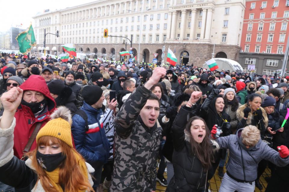 Сдружението на заведенията в България и Българската асоциация на заведенията обявиха, че прекратяват протестите срещу евентуално затваряне на бизнеса като...