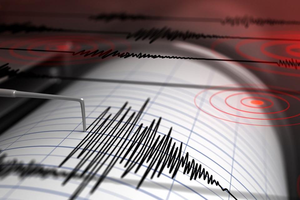 Земетресение е усетено по високите етажи в Перник и София, съобщиха от Националния институт по Геофизика, геодезия и география. Вълната е от трус с магнитуд...