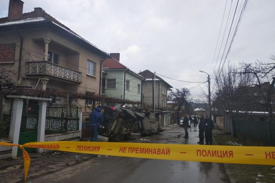 Безредици възникнаха в Мездра пред дома на обвинения за смъртта на 8-годишното дете, което беше открито мъртво миналата седмица. Полиция и жандармерия...