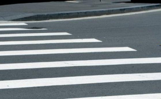 Жена и двете ѝ деца бяха блъснати от кола на пешеходна пътека в Несебър. Те са откарани в болница, без опасност за живота,съобщаватот ОДМВР - Бургас. Лек...