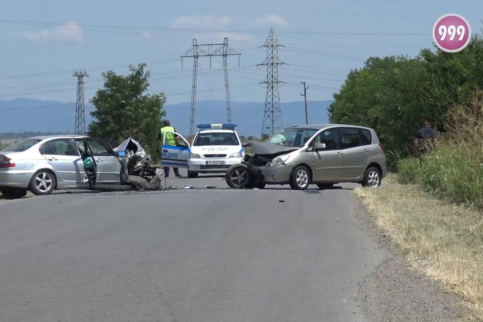 Жена пострада при катастрофа край Ямболското село Роза. Инцидентът е станал малко преди 11:00 часа на 16 юли. На прав участък са се ударили почти челно...