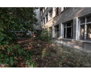 """Жителите на """"Златен рог"""" пропищяха от системни нападения в изоставено училище"""
