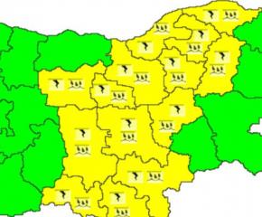 Жълт код за дъждове и градушки за 14 области