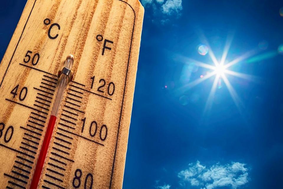 За 16 области у нас е в сила жълт код за високи температури, информира Националният институт по метеорология и хидрология. Предупреждението важи за областите,...