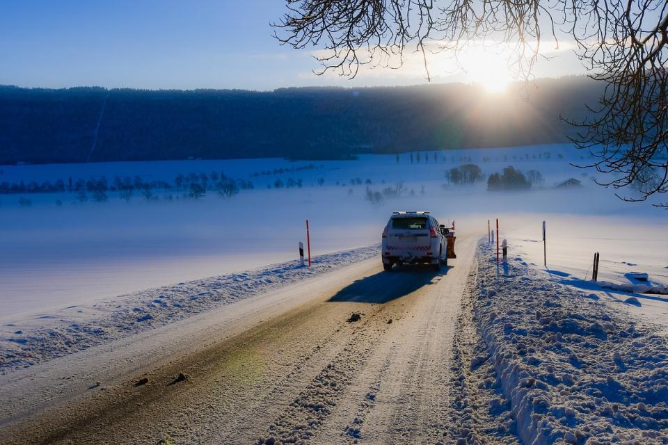 Жълт код за сняг и поледици за 15 области в Северозападна и Централна България издаде Националният институт по метеорология и хидрология за утре, 30 ноември,...