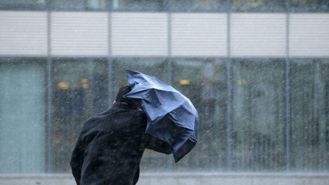 Жълт код за опасни явления е в сила за 14 области на страната. Предупреждение за силен вятър важи за 9 области: Видин, Монтана, Враца, Плевен, Ловеч,...