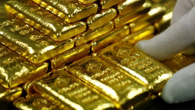 Цената на златото тази сутрин слабо се понижава, защото инвеститорите предпочитат да фиксират своята печалба, показват данните от търговията, предава БГНЕС. Към...