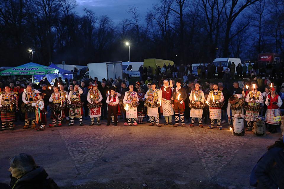 """Звънкият празник, наречен """"Кукерландия – Ямбол 2020"""" продължава с пълна сила днес и посреща своите гости в Кукерград. Двадесет и първото издание на фестивала..."""
